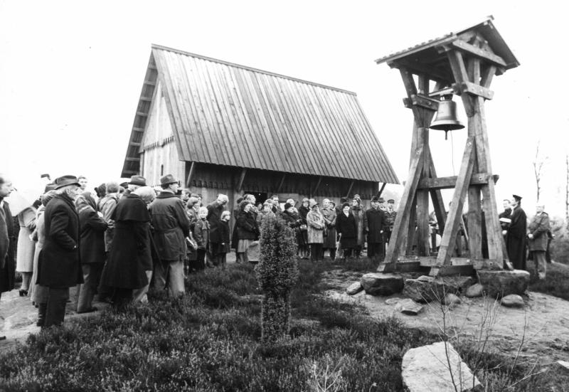 Einweihung des Glockenstuhls 1976